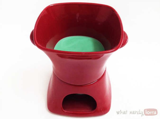 What MandyLoves: Image of my candle wax warmer / fondue pot thing via www.whatmandyloves.com